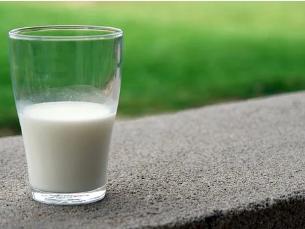 羊奶粉喂养宝宝使用奶瓶和奶嘴要注意什么